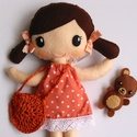 Bibi  - öltöztethető textilbaba kismacival és kiegészítőkkel (Azonnal vihető!), Baba-mama-gyerek, Játék, Baba, babaház, Varrás, Kedves, mosolygós, copfos öltöztethető baba  aprócska macival. Arca kézzel hímzett.  A baba mérete:..., Meska