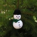 """Horgolt hóember, \""""...hóból van a keze lába,  fehér hóból hó..."""