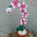 Orchidea cserepes, Otthon, lakberendezés, Dekoráció, Asztaldísz, Dísz, Gyöngyfűzés, Gyöngyből készült cserepes orchidea.  A termék 4 virágot, 1 bimbót és 3 levelet tartalmazz.  Mérete..., Meska