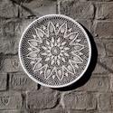 Fehér színű, ananászmintás horgolt fali dekor, Otthon & Lakás, Dekoráció, Falra akasztható dekor, Horgolás, 60 cm átmérőjű, selyemmel bevont karikára horgolt mintás fali dekoráció., Meska