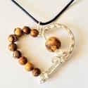 Jáspis szív medál, Ékszer, Medál, Romantikus hangulatot idéző medál, melyet matt jáspis ásvány gyöngyök és nikkelmentes ezüs..., Meska