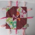 Szélforgó mintával díszített játszókendő- különleges, kézműves játszókendő, taggie, babajáték, Baba-mama-gyerek, Játék, Készségfejlesztő játék, Különleges szélforgó patchwork blokkal készítettem játszólendőt ( disappearing pinwheel block). A já..., Meska