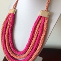 Textilékszer fémmentes, Ékszer, Hangulatos, mutatós nyakdísz lazac és fuxia színekkel, rose gold műanyag záróval, Meska