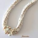fehérarany, Ékszer, Nyaklánc, Textilékszer aranyszálból és fehér pamutfonalból gyöngyökkel , fémmentesen.  46 cm, Meska