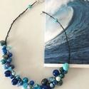 Tengerkékség, Ékszer, Nyaklánc, Gyöngyös drótékszer kékre komponálva. Hossza 46 cm, Meska