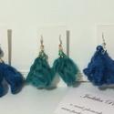 Bolyhos bojtos fülbevalók, Ékszer, Fülbevaló, Fonal és gyöngy textilfülbevaló  sorozatom  a kék árnyalataival kezdődik., Meska