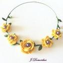 Virágom virágom, Ékszer, Nyaklánc, A virágok közepére halványlila gyöngyök kívánkoztak, köréjük pedig selyemlevélkés girland...., Meska