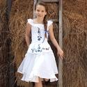 Rövid magyaros ruha esküvőre 140-146 méretben, Esküvő, Ruha, divat, cipő, Gyerekruha, Gyerek (4-10 év), Hímzés, Varrás, A modell igazán pajkos és huncut megjelenést kölcsönöz viselőjének. Ebben a ruhában minden kislány ..., Meska