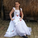 Esküvőre készülődve 140-146 méret, Esküvő, Ruha, divat, cipő, Gyerekruha, Gyerek (4-10 év), Hímzés, Varrás, A hagyományos magyaros esküvők meghitt hangulata ihlette a modellt, melyet elsősorban esküvői megje..., Meska