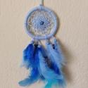 Kék mini álomfogó, Otthon & Lakás, Dekoráció, Álomfogó, Csomózás, Gyöngyfűzés, gyöngyhímzés, A pókháló az indiánok számára a védelem és a biztonság jelképe volt. Emiatt keltek életre az álomfo..., Meska