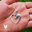 Ló fej szívben ezüst medál díszdobozban.