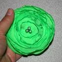 textil virág kitűző , Ékszer, Bross, kitűző, Textil virág kitűző, olvasztásos technikával készült.   Közepét gyöngyök díszítik.Háto..., Meska