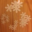 Papír hópelyhek, Dekoráció, Ünnepi dekoráció, Karácsonyi, adventi apróságok, Karácsonyi dekoráció, Papírművészet, Üdvözöllek! Eladásra készítek hópelyheket papírból. A csomag tartalma:  - 25db 5cm-es  - 25db 3,8cm..., Meska