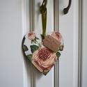 Fa decoupage szív rózsákkal és cimkével, Dekoráció, Dísz, Fából készült szív, melyre rózsás decoupage került. Szatén szalagjával felakasztható bár..., Meska