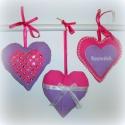 Szeretlek, szeretlek, szeretlek, Baba-mama-gyerek, Dekoráció, Gyerekszoba, Három gyönyörű szív, melyet a megajándékozott felakaszthat ágyvégre, ablak- vagy ajtókilincsre, szek..., Meska