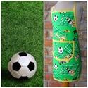 Fiúkötény (focis), Konyhafelszerelés, Kötény, Konyhai kötény focikedvelő fiúknak.  A kötény alapja egy mintás pamutvászon.  Zöld színű ..., Meska