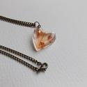 'Orange and flake' lánc, Ékszer, Medál, Nyaklánc, Gyantából készült medál lánccal. Medál: szív forma, fényes, üvegszerű. Lánc: bronz színű. Lánc hossz..., Meska