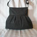 Szép fekete - válltáska , Táska, Válltáska, oldaltáska, Gyönyörű fekete mintás anyagból varrtam táskát. Vállpántja állítható, belül két részre osztott belső..., Meska