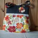 Piros virágos - válltáska, Táska, Válltáska, oldaltáska, Nagyon szép virágmintás anyagú ez a táska. Elülső részén szatén szalaggal díszítettem. Nagyon szép, ..., Meska