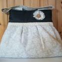 Fehér rózsás  - válltáska, Táska, Válltáska, oldaltáska, Nagyon szép rózsás anyagú ez a táska. Elülső részén pamut csipkével díszítettem és egy textil virágg..., Meska