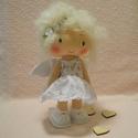 angyalka baba, Dekoráció, Játék, Baba, babaház, Játékfigura, Baba-és bábkészítés, A kedves kis angyalka kb 22 cm magas a szeme,és a szája hímzett, Meska