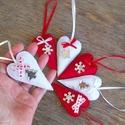 Fehér-piros szivek, Dekoráció, Karácsonyi, adventi apróságok, Ünnepi dekoráció, Karácsonyfadísz, Barkácsfilc felhasználásával készült ez a 6 db-os szív alakú karácsonyfadísz garnitúra. D..., Meska