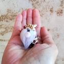 Mini manó, Dekoráció, Karácsonyi, adventi apróságok, Ünnepi dekoráció, Karácsonyi dekoráció, Pamutvászon és műszőrme felhasználásával készült. Mérete: 4,5 cm magas. Teste rizzsel van ..., Meska