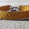 Mustársárga és bronz parkettás karkötő, Ékszer, Karkötő, Japán fél tila gyöngyből és kásagyöngyből készült karkötő. Delfinkapcsos megoldással. H..., Meska