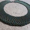 Irizáló zöld csavartaljú tászli, Ékszer, Nyaklánc, Irizáló zöld cseh kásagyöngyökből készült csavartaljú tászli.  Hosszúsága: 37 cm + 4 cm..., Meska