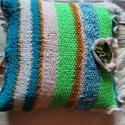 Kézzel kötött színes, mintás párna eladó. , Otthon & Lakás, Lakástextil, Párna & Párnahuzat, Kötés, Varrás, Kézzel kötött színes, mintás párna 40*40 cm-es méretben eladó. Mosógépben mosható 30 fokon., Meska