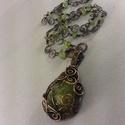 Zöld drúzás achát ásvány nyaklánc antikolt vörösrézzel, Ékszer, óra, Nyaklánc, Antikolt , tömör vörösréz drótból és egy szépséges , zöld drúzás achát ásványból készült ez a mutató..., Meska