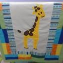 Gyerektakaró zsiráf applikációval, Baba-mama-gyerek, Gyerekszoba, Falvédő, takaró, Horgolás, Patchwork, foltvarrás, Színes, vidám, pihe- puha, könnyű, de meleg gyerek- illetve babatakaró zsiráf applikációval. A taka..., Meska
