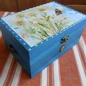 Füles, virágos, türkiz doboz, Kívül-belül türkiz színűre pácoltam ezt a d...