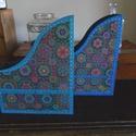 Türkiz és kék, fa irattartó customer részére, Kívül-belül türkiz, ill. kék színűre pácol...