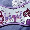névtábla - Abigél  ...julcsigától..., Dekoráció, Otthon, lakberendezés, Utcatábla, névtábla, Festett tárgyak, Famegmunkálás, a bordó - mályva - lila tánca szürke parketten :)  bohókás portéka julcsigától...  Névre szóló, egy..., Meska