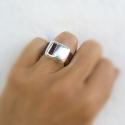 Trendi és különleges: ezüst és bőr gyűrű - sötétbarna, Ékszer, Gyűrű, Izgalmas formájú, ezüst színű gyűrű barna valódi marhabőrrel. Ezt a gyűrűt különböző színű bőrrel ké..., Meska