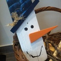 Deszka hóember, Dekoráció, Ünnepi dekoráció, Karácsonyi, adventi apróságok, Karácsonyi dekoráció, Festészet, Ez a hóember nem olvad el egész télen! Győződj meg róla te magad is!  Méret: 50 x 13 cm  A hóembere..., Meska