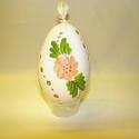 Áttört festett libatojás, Dekoráció, Mindenmás, Ünnepi dekoráció, Húsvéti apróságok, Mindenmás, A libatojást előrajzolom, majd áttöröm, a mintát kifestem. A tojáson 3 áttörés és 3 virág található..., Meska
