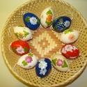 Festett tyúktojás, Dekoráció, Húsvéti díszek, Mindenmás, Ünnepi dekoráció, Mindenmás, A tojásokat különböző színnel, ecsettel és írókával díszítem, lakkozom. Egy csomag 10 db tojást tar..., Meska