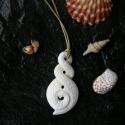 Twist medál, Ékszer, Nyaklánc, Medál, Ékszerkészítés,  Csontból készült medál. A legkedveltebb maori szimbólum. Kettes, vagy hármas csavaros formájában l..., Meska