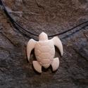 teknős lefoglalva  Csillaggabi részére, Ékszer, Medál, Nyaklánc, Ékszerkészítés, Az óceáni teknős a termékenységet és a hosszú életet szimbolizálja a maori kultúrában.  Méret: 4x4cm, Meska