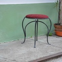 Kovácsolt ülőke, Bútor, Otthon, lakberendezés, Szék, fotel, Kovácsoltvas ülőke kárpitozott ülőfelülettel. Méret: 38x50x38 cm, Meska