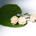Virágos szett, Ékszer, óra, Fülbevaló, Gyűrű, Ékszerkészítés, Édes 1,4cm-es halvány barack műgyanta virágokat illesztettem ezüst színű nikkelmentes fülbevaló ala..., Meska