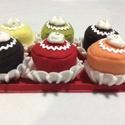 Muffin habbal., Játék, Polár anyagból készült muffinok. A tálca filcből készült. A tálca mérete 17*27cm, a muffin..., Meska