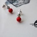vidám darabok piros és szürke, Ékszer, Fülbevaló, Rohangálós fülbevalók színes darabjai,emeletesen. Itt piros színű bambuszkorall gyöngyöt é..., Meska