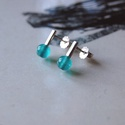 vidám darabok zöldeskék, Ékszer, Fülbevaló, Rohangálós fülbevalók színes darabja. Zöldes kék ásványgyöngyöt foglaltam egybe,egy 1,3 mm anyagvast..., Meska