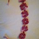 Gyöngyös Ibolya, Gyereknap, Ékszer, Karkötő, Horgolás, Saját készítésű kis virágos horgolt karkötő,fehér gyöngyökkel díszített.Minden kislány kedvence leh..., Meska