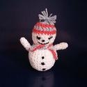 Hóember, Baba-mama-gyerek, Dekoráció, Dísz, Ünnepi dekoráció, Horgolás, Megérkeztünk ide, hogy valaki ránk találjon :-) Horgolt hóemberkék vagyunk. Magasságunk 11 cm., Meska