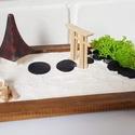 Zen kert 2- házikóval, kapuval, Mini Zen kert, amit egy 18 x 13 cm-es natúr képk...