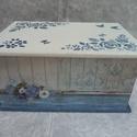 Kék madaras doboz, Otthon, lakberendezés, Tárolóeszköz, Doboz,  15x21 cm méretű fa doboz. Oldalain dekorpapír, tetejét stencileztem. Az egész dobozt antikoltam, ví..., Meska